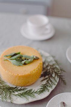 Lemon and Sage cake with sage syrup * Bolo de limão e salva com calda de salva suvellecuisine.com