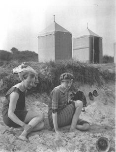 Virginia Woolf and her brother-in-law, Clive Bell, at Studland Beach, c. 1909.