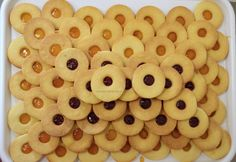 cele mai fragede fursecuri reteta pas cu pas (1) Romanian Food, Pastry Cake, Sorbet, Gingerbread Cookies, Baked Goods, Cookie Recipes, Diy And Crafts, Bakery, Food And Drink
