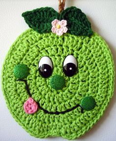 Crochet happy face Green Apple, by Jerre Lollman