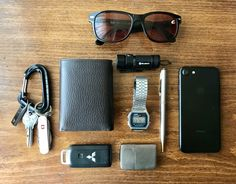 Everyday Carry - Iran/Teacher - My Everyday Carry Mochila Edc, Estilo Dandy, Edc Essentials, Parker Sonnet, What In My Bag, Edc Everyday Carry, Photography Poses For Men, Travel Kits, Hiking Equipment