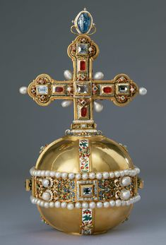 Insignia (Globus cruciger: gold diamonds pearls rubies sapphires) of Rudolf II Holy Roman Emperor Royal Crowns, Crown Royal, Tiaras And Crowns, Globus Cruciger, Los Borgia, Kunsthistorisches Museum, Roman Emperor, Family Jewels, Royal Jewelry
