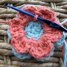 Crochet Flower Pattern (6 petals). Free