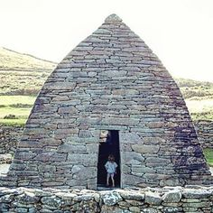 An ancient stone built church at Gallarus, Dingle, Co Kerry Moving To Ireland, Ireland Travel, Ireland Homes, Living In Europe, Emerald Isle, Chapelle, British Isles, Northern Ireland, Wonderful Places