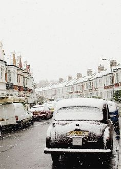 Snow fall in the streets of London