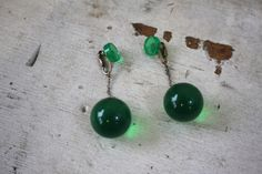 vintage 1960s green earrings / 60s mod lucite ball earrings / 60s dangle earrings / green gogo girl earrings