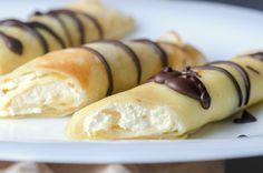 Túrós palacsinta csokiöntettel Recept képpel - Mindmegette.hu - Receptek Hot Dog Buns, Hot Dogs, Waffles, Pancakes, Winter Food, Sushi, Bread, Ethnic Recipes, Minden