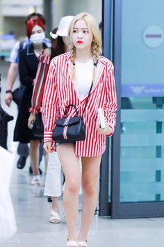 Kpop Fashion, Fashion 101, Korean Fashion, Girl Fashion, Fashion Outfits, Airport Fashion, Fashion Check, Female Fashion, Seulgi