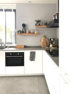 Kitchen Interior, Home Interior Design, Kitchen Decor, Kitchen Box, Kitchen Cabinets, Brooklyn Kitchen, Window Seat Kitchen, Small Appartment, Kitchen Collection