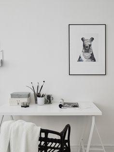 black and white workspace - Entrance Fastighetsmäkleri