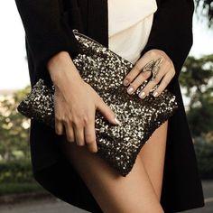 Clutch de lentejuelas negro london - PLUMSHOPONLINE.COM – Carteras de cuero y moda para mujeres de la marca Plum – Compra por internet con envío Gratis a todo Perú e inmediato a todo el mundo. - Shop online your best leather and fashion women's handbags with inmediate world wide shipping #handbags #carteras #handbags #bags #moda #fashion #style #fashion outfit # clutch #cartera #handbag #bag #leather handbags #fashion handbags #carteras de moda #carteras para mujer