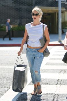 Julianne Hough and her mother get some shopping done