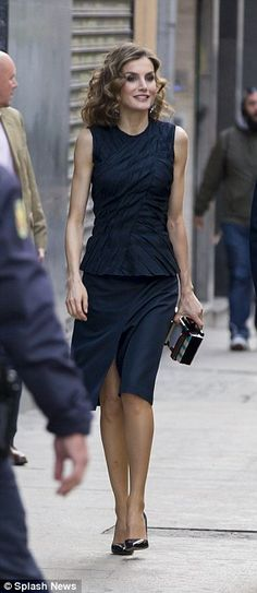 The queen showcased a flash of leg as the weather warms up.....she's got better legs than Rania , but def not as cute...