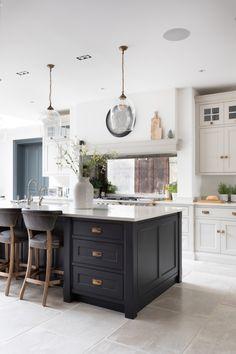 Open Plan Kitchen Diner, Open Plan Kitchen Living Room, Kitchen Dining Living, Kitchen Room Design, Home Decor Kitchen, Interior Design Kitchen, Home Kitchens, Kitchen Orangery, Kitchen Flooring