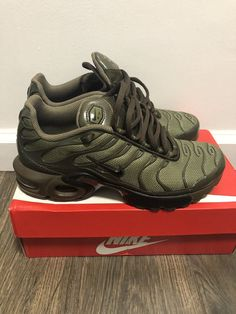 finest selection e4dcc 777ba Nike Air Max Plus, Green Fashion, Boys Shoes, Air Max Sneakers, Sneakers