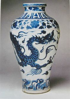 Large blue and white meiping vase, 44.5cm. Topkapi Saray Museum, Istambul