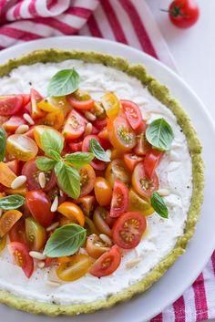 Tarte di pesto, con ricotta e pomodori | MIEL & RICOTTA Ricotta, Savory Tart, Veggie Noodles, Dessert, I Love Food, Vegan, Pesto, Brunch, Veggies