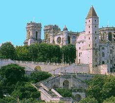 La cathédrale Sainte-Marie d'Auch est une cathédrale catholique romaine située à Auch dans le Gers. Elle fut de tout temps dédiée à la sainte Vierge. Vaste édifice à trois nefs, de 102 mètres de long sur 35 m de large, elle est le siège de l'archidiocèse d'Auch.  Commencée en juillet 1489, à l'instigation de François de Savoie, sur les ruines de la cathédrale romane de Saint-Austinde, elle fut consacrée le 12 février 1548, mais deux siècles ont été nécessaires pour terminer sa construction
