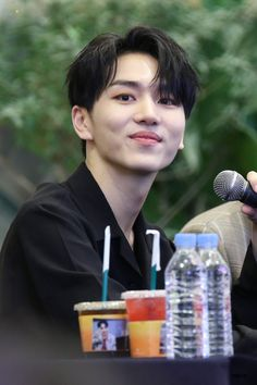 I can die with happiness if Kino look at me like that for once. K Pop, Monument Valley 2, Pentagon Kino, Cute Rappers, Hip Hop, E Dawn, Fandom, Cube Entertainment, Korean Music