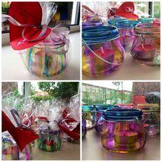 Leuk moederdagcadeautje: glazen lantaarntjes (€0,49 bij de action) beschilderd met zelfgemaakte glasverf (glutofix met ecoline gemengd).