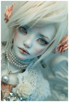 Looks into You by Bluoxyde on deviantART Sculpt: Zaoll Luv