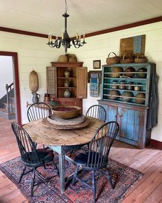 Colonial Dining Room, House Interior, Primitive Dining Rooms, Farmhouse Dining, Country Dining, Dining, Farmhouse Kitchen Decor, Colonial Decor, Home Decor