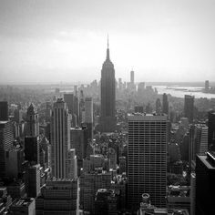 Essential Tips for Travelling Solo to NYC for First Timers Cheap Web Hosting, Solo Travel, Empire State Building, New York Skyline, Nyc, America, Tips, Travelling, Destinations