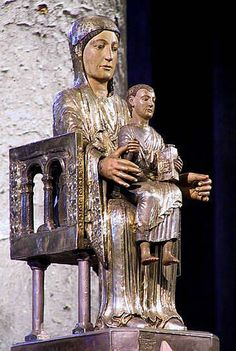 Theudericus : Notre Dame d'Orcival Madonna, Religious Icons, Religious Art, Romanesque Art, Art Roman, Statues, Fra Angelico, Carolingian, Holy Mary