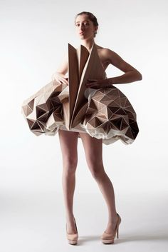Origami architecture design wearable art 32 Ideas for 2019 Space Fashion, 3d Fashion, Fashion Fabric, White Fashion, Runway Fashion, Fashion Design, Fashion Details, Origami Dress, Art Origami