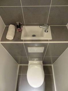 Vous manquez d'espace pour installer un lave-mains dans vos toilettes ? Découvrez les avantages du lave-mains disposé sur la chasse d'eau !