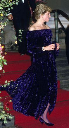 Princess Diana Was the Ultimate Royal Style Icon Princesa Diana, Kate Middleton, Princess Diana Fashion, Princess Of Wales, Real Princess, Lady Diana Spencer, Royal Fashion, British Fashion, Glamour