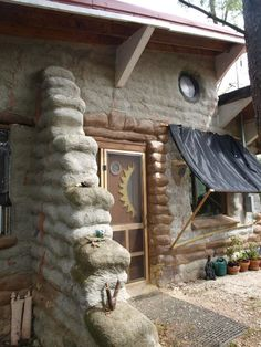 Building an Earthbag Home Cob Building, Green Building, Building A House, Mud House, House Built, Earth Bag Homes, Earthship Home, Papercrete, Tadelakt