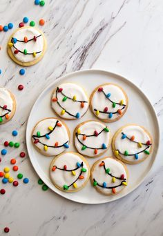 Easy Christmas Cookie Decorating Ideas to Make Your Holidays Merry and Bright These Christmas sugar cookies make the best Christmas dessert! Try every one of these Christmas cookie decorating ideas this December. Easy Christmas Cookies Decorating, Best Christmas Desserts, Christmas Party Food, Christmas Sugar Cookies, Christmas Cooking, Christmas Treats, Holiday Treats, Holiday Recipes, Christmas Cupcakes