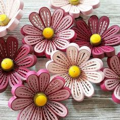 Paper Quilling For Beginners, Paper Quilling Tutorial, Paper Quilling Flowers, Paper Quilling Patterns, Quilled Paper Art, Paper Flowers Craft, Quilling Paper Craft, Quilling Craft, Quilling Techniques