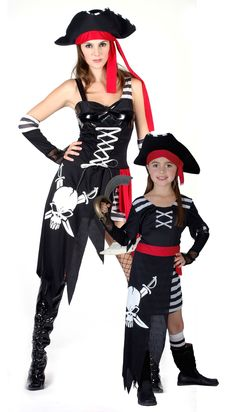 Disfraz pareja pirata Disponible en: http://www.vegaoo.es/disfraz-pareja-pirata.html?type=product