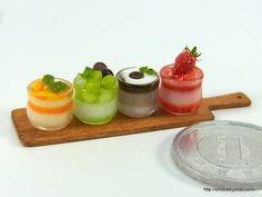 いいね!769件、コメント7件 ― ちょび子さん(@chobiko72)のInstagramアカウント: 「今日はミニチュアの日。 ミニチュアグラスデザートです。 いちごのが食べたいかな。 #ミニチュア#ミニチュアフード#miniature #miniaturefood #ミニチュアの日 #ミニの日」