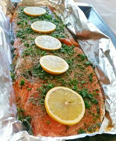 Helstekt lax i ugn är så gott och smidigt att laga, den blir saftig och sköte. Whole roasted salmon in the oven is so good and easy to cook, it gets juicy and takes care of itself in the oven. Banting Recipes, Vegetarian Recipes, Cooking Recipes, Healthy Recipes, Healthy Food, Fish Recipes, Seafood Recipes, Recipies, Lchf