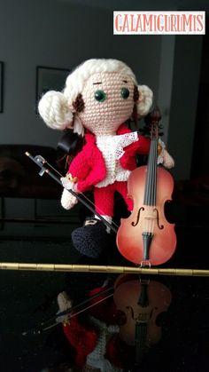Free Pattern but need translator - plus Photo tutorial - Mozart con su Violoncelo