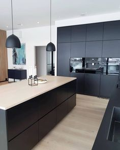 Do you like black kitchens? New Kitchen Designs, Kitchen Room Design, Modern Kitchen Design, Home Decor Kitchen, Home Kitchens, Black Kitchens, Kitchen Hacks, Open Kitchen Interior, Open Plan Kitchen Living Room