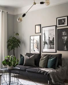 Gray Living Rooms Ideas - For beautiful gray living-room ideas, counter light gray wall surfaces with dark gray shelving Living Room Green, Home Living Room, Black Sofa Living Room Decor, Interior Design Living Room, Living Room Designs, Gray Interior, Room Interior, Interior Ideas, Living Room Photos