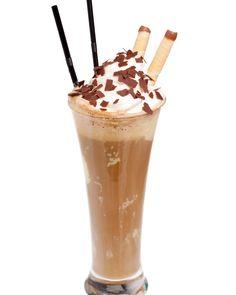 Es wird warm 🌞 Wir haben die richtige Erfrischung für Euch! 🍦Verrührter Eiskaffee ☕️ unsere Eigenkreation.  Leckere Erfrischung für einen tollen sonnigen Tag.  Wir wollen Euch nicht zu viel verraten, kommt vorbei und probiert selbst. Es lohnt sich 😍 📍 Ihr findet uns in Braunau mit Schanigarten für ein tolles Ambiente!  #eiskaffeeschlürfen #backenmachtglücklich #natürlichezutaten #bäcker #backenistliebe #zagler #zaglernaturbaeckerei #zaglerbäckerei #eiskaffee #eiskaffeeliebe… Caramel Apples, Desserts, Food, Environment, Iced Coffee, Worth It, Amazing, Tailgate Desserts, Deserts