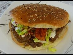 Rezept: Döner - Ahmet Kocht - Folge 34 (meat needs to be marinaded for a day or at least overnight) Turkish Recipes, Ethnic Recipes, Kebab, Wrap Sandwiches, Mediterranean Recipes, Beef Recipes, Hamburger, Good Food, Food And Drink