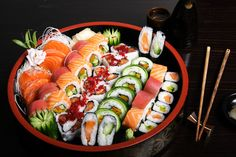 sushi for lunch! sitting within the sushi watering hole we are not able to stop considering precisely how sushi chef's have to work together with damp fingers for hours in addition to several hours. , I Love Sushi Sushi Recipes, Asian Recipes, Ethnic Recipes, Japanese Recipes, Paleo Recipes, Sashimi, Types Of Sushi Rolls, Bbq Buffet, Sushi Platter