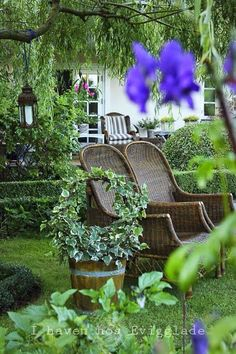 HOW INCREDIBLY BEAUTIFUL!! - THE PERFECT PLACE TO SIT, RELAX & ENJOY THE GORGEOUS GARDEN!!