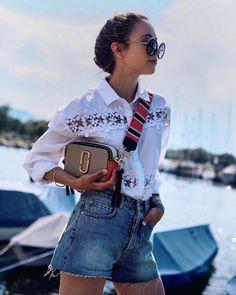 Nossa viagem pelo sul da Inglaterra e do País de Gales - Taschentrends Marc Jacobs Tasche, Marc Jacobs Handbag, Foldover Clutch, Denim Fashion, Look Fashion, Womens Fashion, Fashion Clothes, Marc Jacobs Snapshot Bag, Bluse Outfit