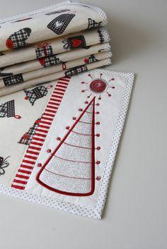christmas placemats linens table set heart applique love Kajura quilts handmade original design by Kajura on Etsy Applique, Christmas Placemats, Table Settings, Gift Wrapping, Colours, The Originals, Detail, Fabric, Design
