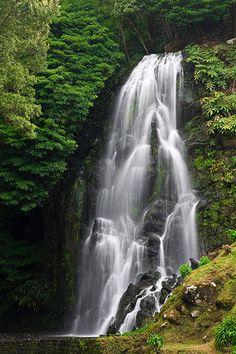 The Azores: 12 must-see highlights - Cascata Ribeira dos Caldeiroes