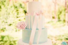 Wedding cake by Couture Cakehouse. Photo by Lee Bird Photography.