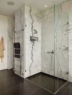 marble bathroom walls_Modern Country House by Gregory Phillips Architects