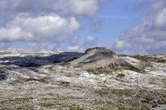 Die Gardenazza-Hochfläche in der Puezgruppe – in der Bildmitte der Col dala Sone (2636 m)   http://de.wikipedia.org/wiki/Ammonitenfunde_in_der_Puezgruppe  Dolomiten , Alexander Lukeneder
